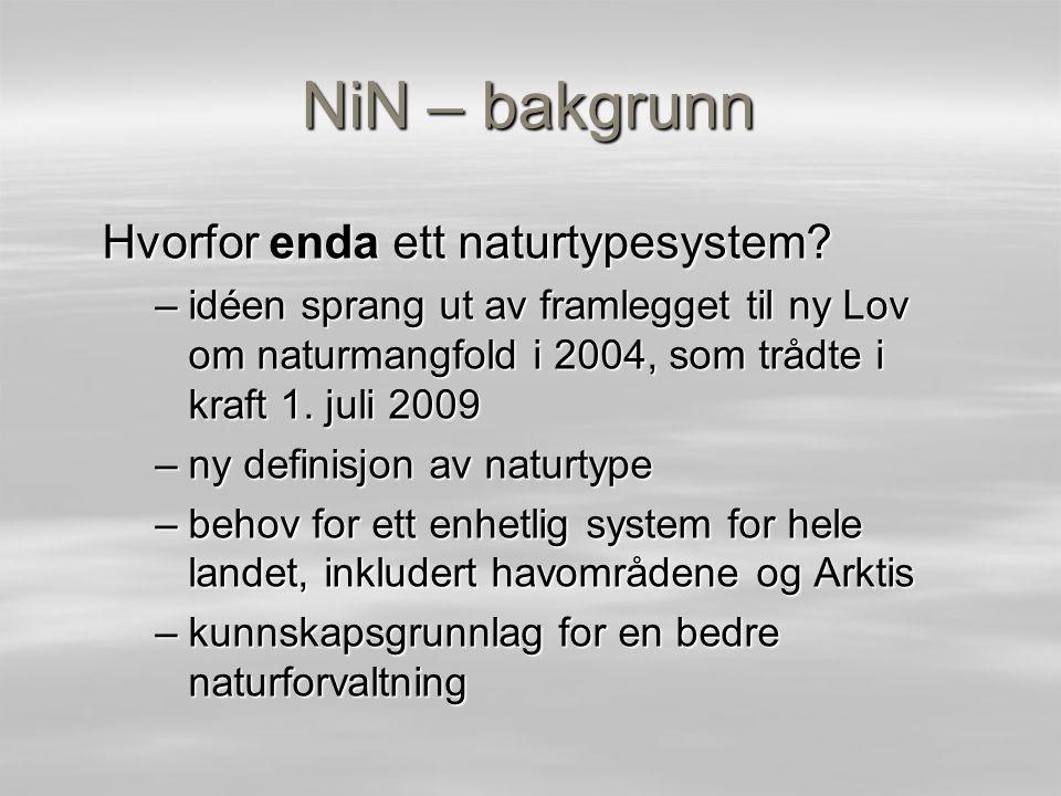 NiN – gjennomføring og organisering Prosjekt for Artsdatabanken 2006–09 Ekspertgruppe med 13 medlemmer Prosjektmål: første utkast til (ny) naturtypeinndeling basert på et eksplisitt teoretisk grunnlag Målet er nådd i og med at innsynet til NiN versjon 1 ble åpnet på NATUR 2009 den 30.