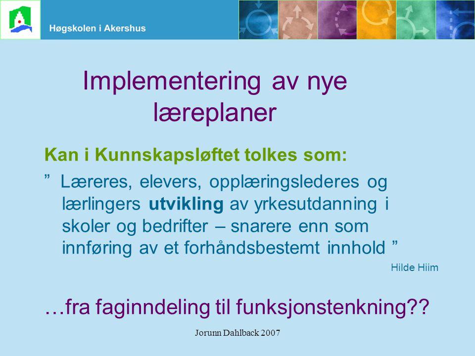 """Jorunn Dahlback 2007 Implementering av nye læreplaner Kan i Kunnskapsløftet tolkes som: """" Læreres, elevers, opplæringslederes og lærlingers utvikling"""