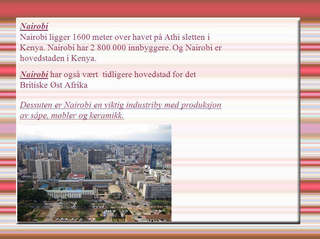Nairobi Nairobi ligger 1600 meter over havet på Athi sletten i Kenya. Nairobi har 2 800 000 innbyggere. Og Nairobi er hovedstaden i Kenya. Nairobi har