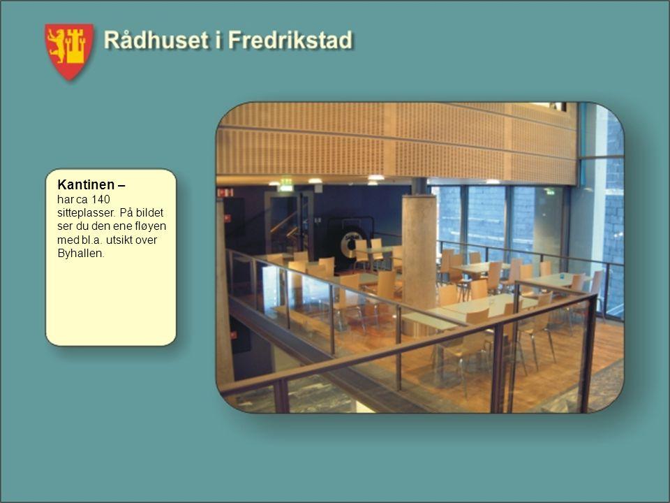 Kantinen – har ca 140 sitteplasser. På bildet ser du den ene fløyen med bl.a. utsikt over Byhallen.