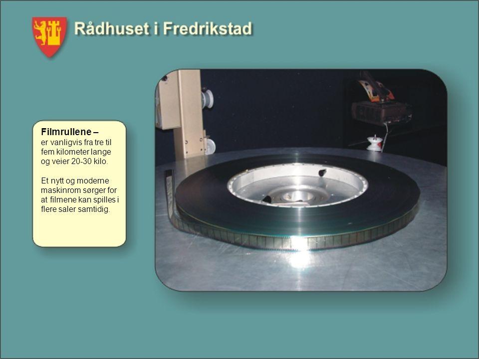 Filmrullene – er vanligvis fra tre til fem kilometer lange og veier 20-30 kilo. Et nytt og moderne maskinrom sørger for at filmene kan spilles i flere