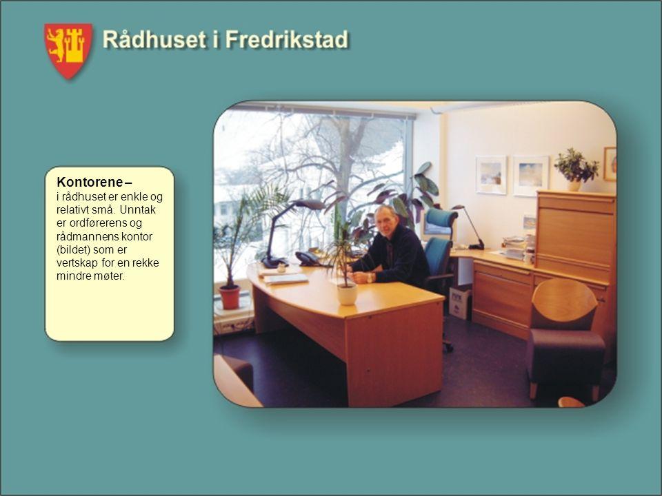 Kontorene – i rådhuset er enkle og relativt små. Unntak er ordførerens og rådmannens kontor (bildet) som er vertskap for en rekke mindre møter.