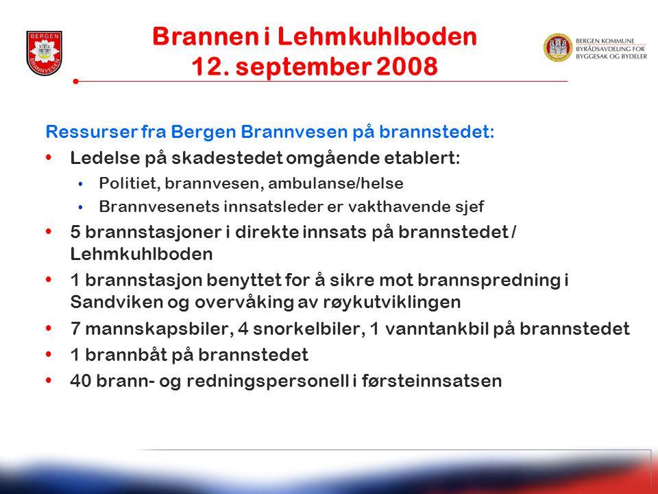 Ressurser fra Bergen Brannvesen på brannstedet: •Ledelse på skadestedet omgående etablert: • Politiet, brannvesen, ambulanse/helse • Brannvesenets inn