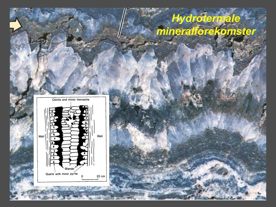 •Residuale forekomster –Utluting av løselige mineral fører til en oppkonsentrering av de ikke-løselige •Garnieritt (vannholdig silikat av nikkel og magnesium) •Lateritt (jern og/eller aluminium) •Bauxitt (lateritt med nesten bare aluminium) •Sekundær anrikning –Overflatevann –Utluting fra øvre del av en forekomst –Utfelling lengre ned •Gull •Sølv