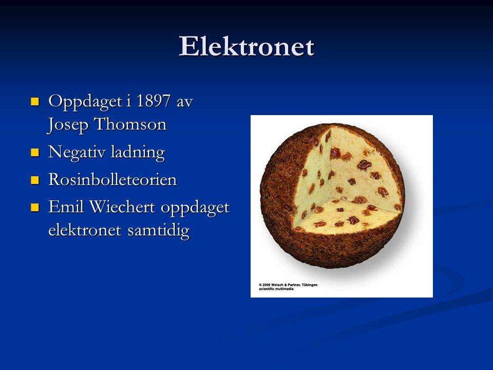 Elektronet  Oppdaget i 1897 av Josep Thomson  Negativ ladning  Rosinbolleteorien  Emil Wiechert oppdaget elektronet samtidig