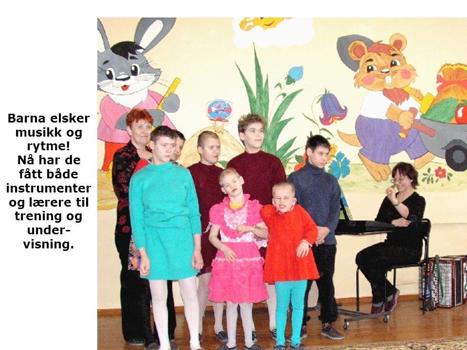 Barna elsker musikk og rytme! Nå har de fått både instrumenter og lærere til trening og under- visning.