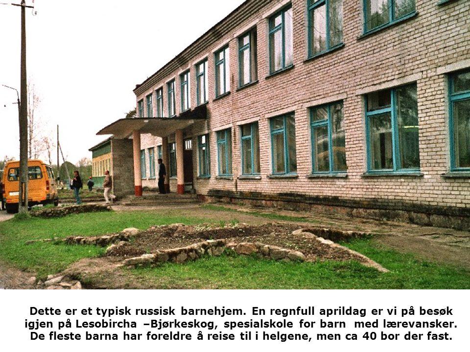 Dette er et typisk russisk barnehjem. En regnfull aprildag er vi på besøk igjen på Lesobircha –Bjørkeskog, spesialskole for barn med lærevansker. De f