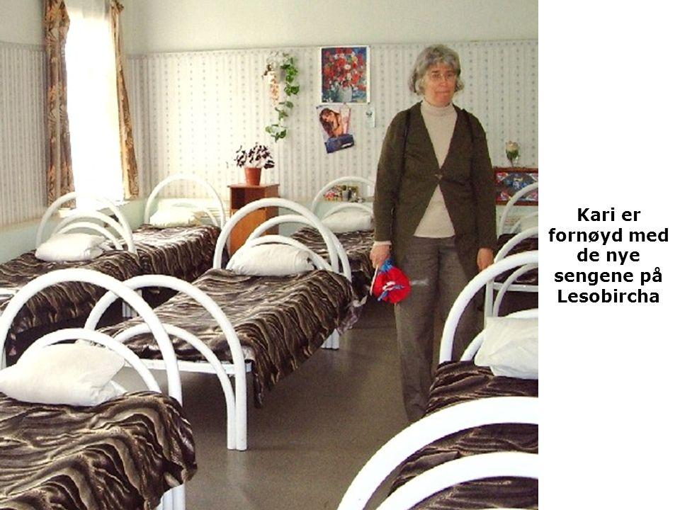 Kari er fornøyd med de nye sengene på Lesobircha