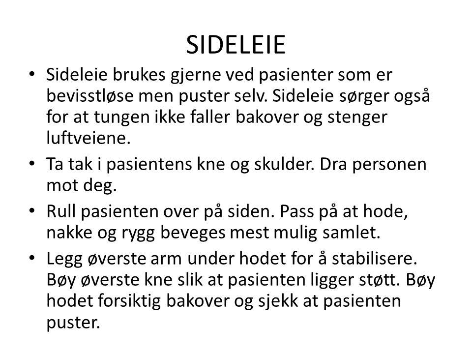 SIDELEIE • Sideleie brukes gjerne ved pasienter som er bevisstløse men puster selv. Sideleie sørger også for at tungen ikke faller bakover og stenger