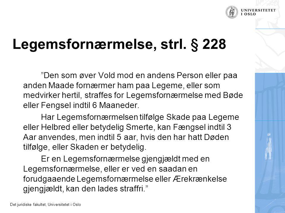 "Det juridiske fakultet, Universitetet i Oslo Legemsfornærmelse, strl. § 228 ""Den som øver Vold mod en andens Person eller paa anden Maade fornærmer ha"