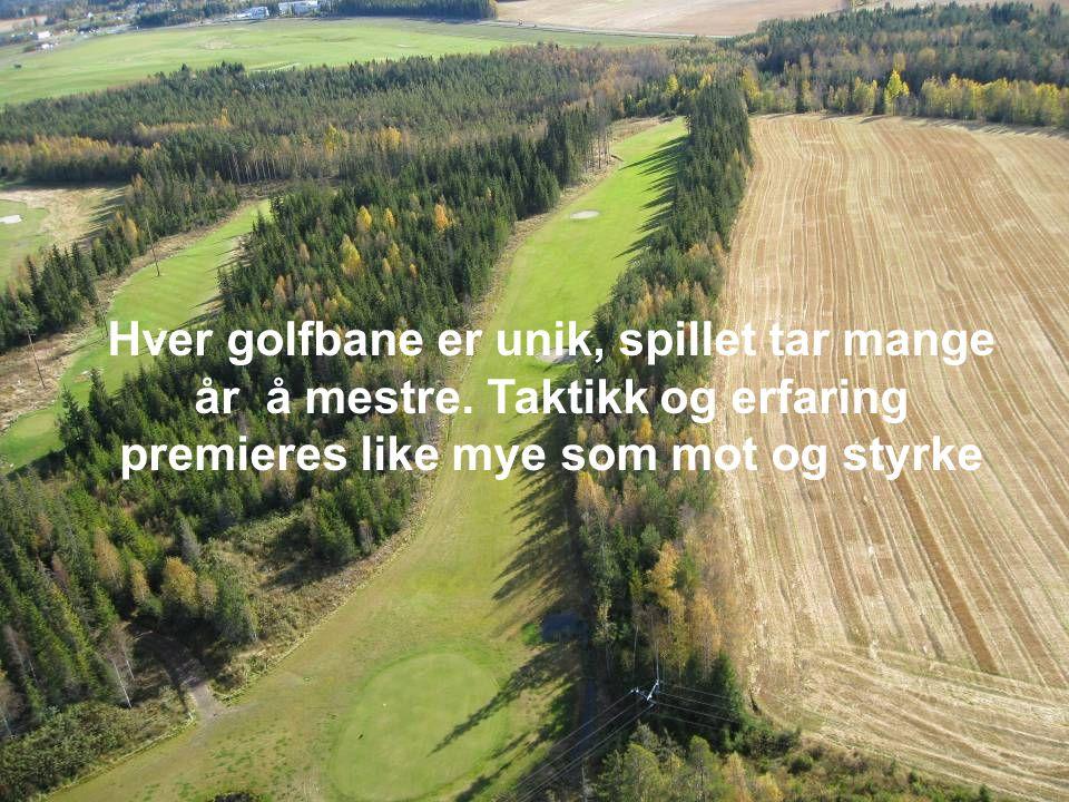Golfspillere koser seg selv om banen er trang og vanskelig En golfer elsker å kose seg på banen, prate om slagene…