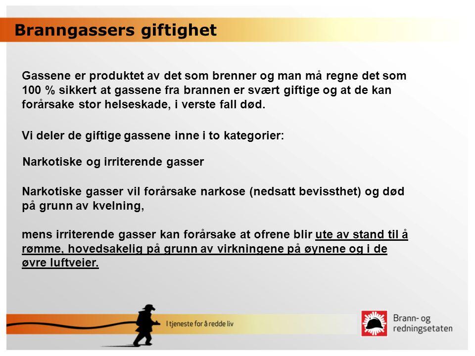 Branngassers giftighet Gassene er produktet av det som brenner og man må regne det som 100 % sikkert at gassene fra brannen er svært giftige og at de
