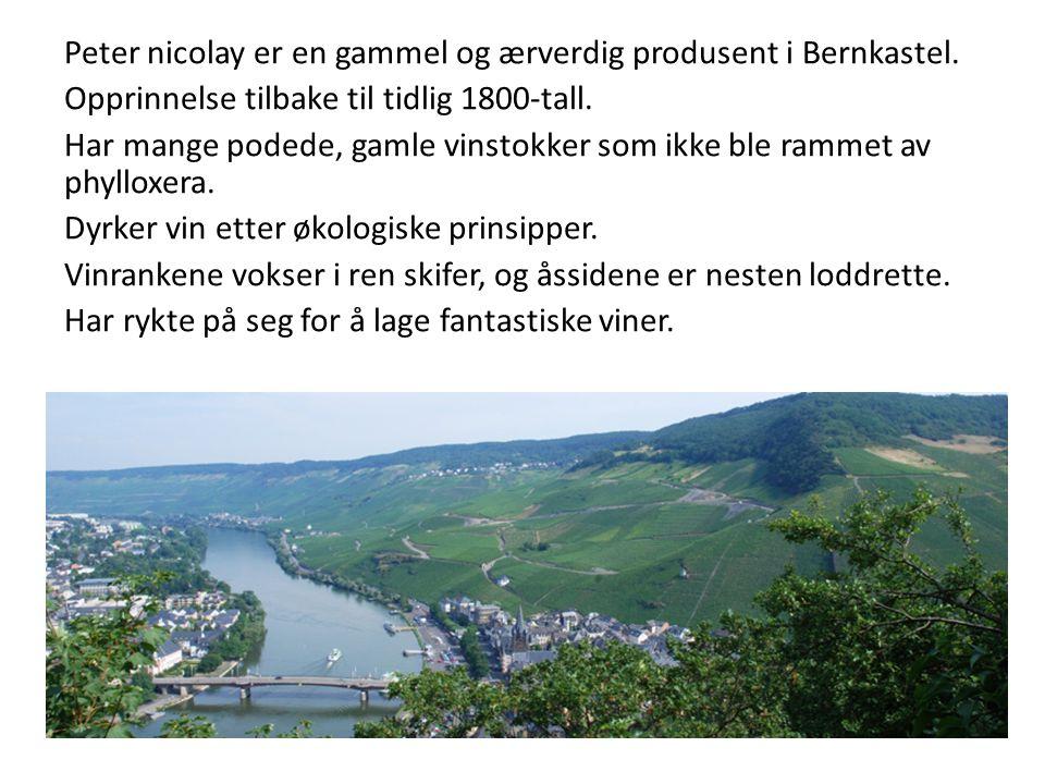 Peter nicolay er en gammel og ærverdig produsent i Bernkastel. Opprinnelse tilbake til tidlig 1800-tall. Har mange podede, gamle vinstokker som ikke b