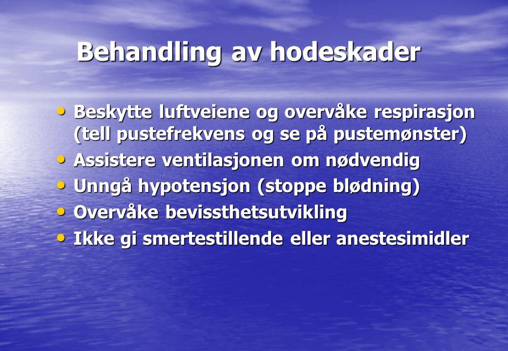 Behandling av hodeskader Behandling av hodeskader • Beskytte luftveiene og overvåke respirasjon (tell pustefrekvens og se på pustemønster) • Assistere