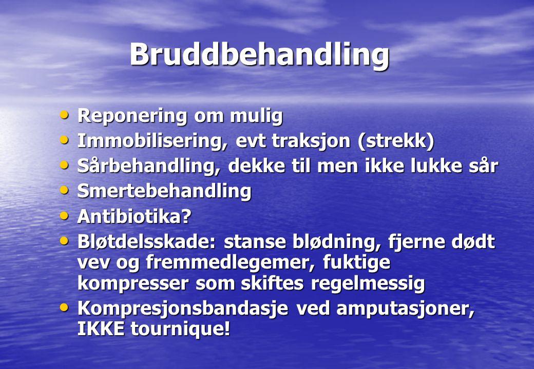 Bruddbehandling Bruddbehandling • Reponering om mulig • Immobilisering, evt traksjon (strekk) • Sårbehandling, dekke til men ikke lukke sår • Smertebe