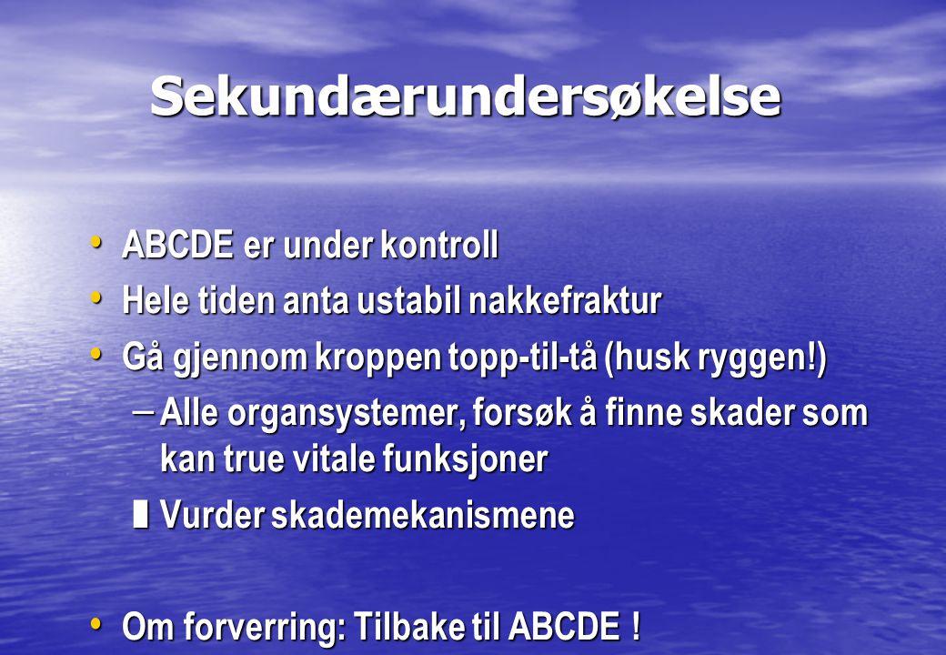 Sekundærundersøkelse Sekundærundersøkelse • ABCDE er under kontroll • Hele tiden anta ustabil nakkefraktur • Gå gjennom kroppen topp-til-tå (husk rygg