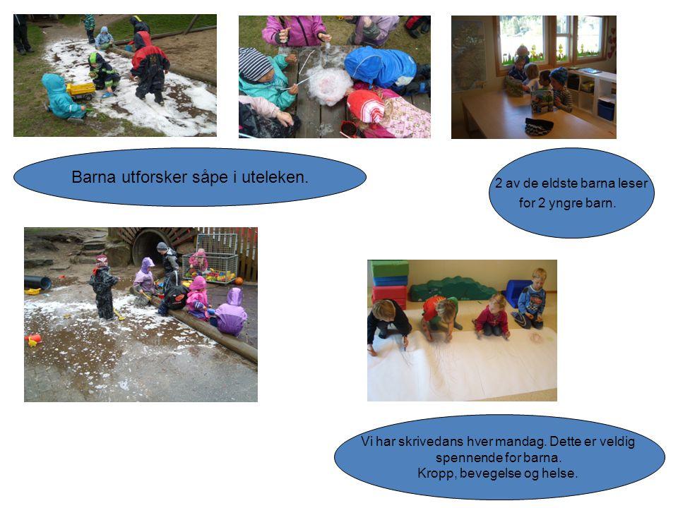 Barna utforsker såpe i uteleken. 2 av de eldste barna leser for 2 yngre barn. Vi har skrivedans hver mandag. Dette er veldig spennende for barna. Krop