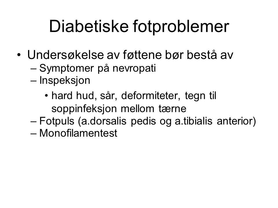 Diabetiske fotproblemer •Undersøkelse av føttene bør bestå av –Symptomer på nevropati –Inspeksjon •hard hud, sår, deformiteter, tegn til soppinfeksjon