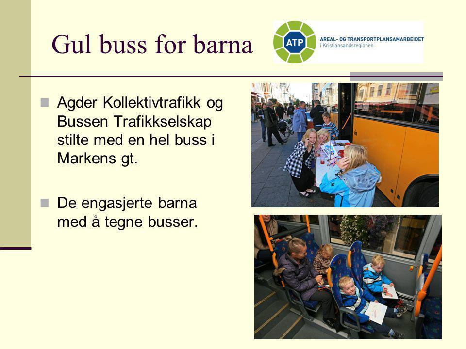 Gul buss for barna  Agder Kollektivtrafikk og Bussen Trafikkselskap stilte med en hel buss i Markens gt.  De engasjerte barna med å tegne busser.