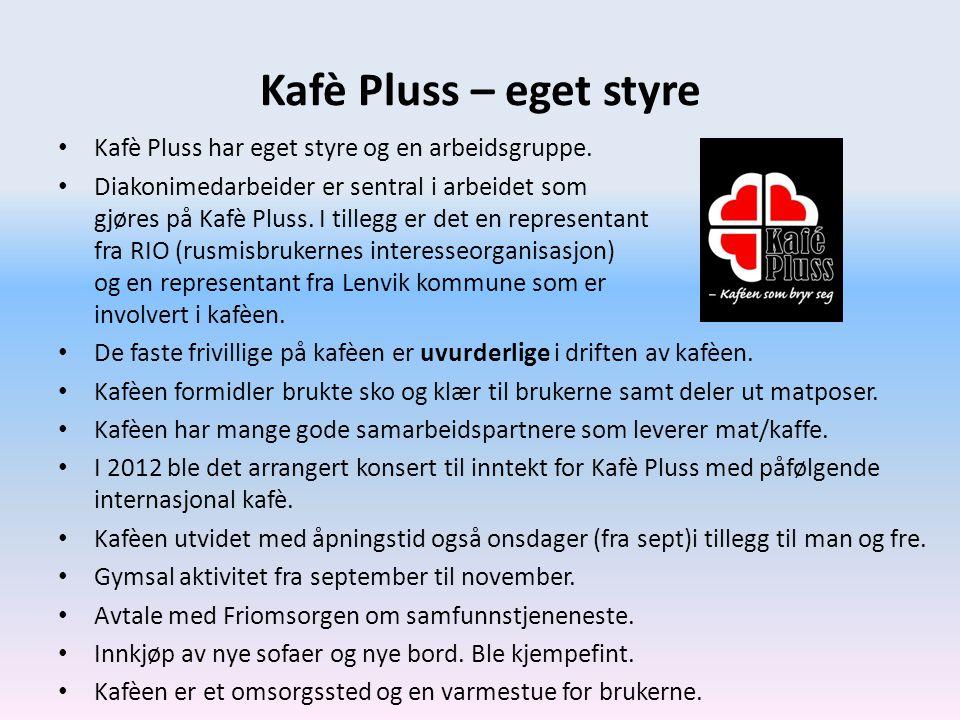 Kafè Pluss – eget styre • Kafè Pluss har eget styre og en arbeidsgruppe. • Diakonimedarbeider er sentral i arbeidet som gjøres på Kafè Pluss. I tilleg