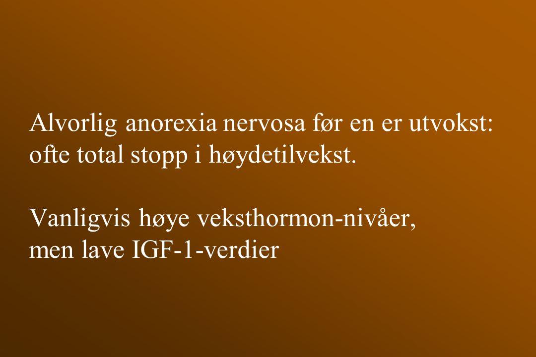 Alvorlig anorexia nervosa før en er utvokst: ofte total stopp i høydetilvekst. Vanligvis høye veksthormon-nivåer, men lave IGF-1-verdier