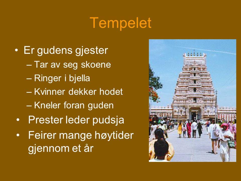 Tempelet •Er gudens gjester –Tar av seg skoene –Ringer i bjella –Kvinner dekker hodet –Kneler foran guden •Prester leder pudsja •Feirer mange høytider