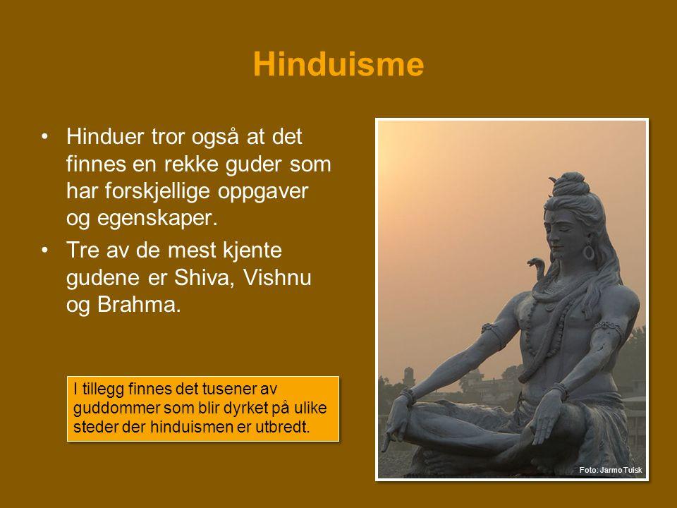Hinduisme •Hinduer tror også at det finnes en rekke guder som har forskjellige oppgaver og egenskaper. •Tre av de mest kjente gudene er Shiva, Vishnu