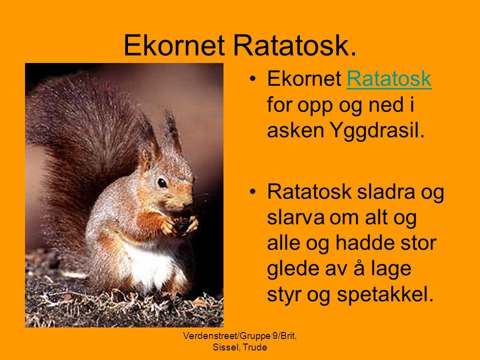 Ved Urdarbrønnen.•Ei av røttene til Yggdrasil gikk til Urdarbrønnen i Åsgard.