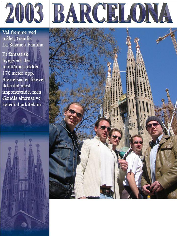 Vel fremme ved målet, Gaudis La Sagrada Familia. Et fantastisk byggverk der midttårnet rekker 170 meter opp. Størrelsen er likevel ikke det mest impon