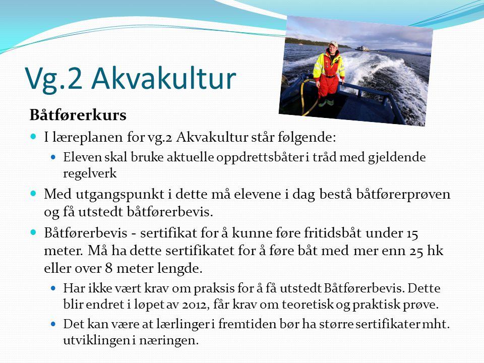 Vg.2 Akvakultur Båtførerkurs  I læreplanen for vg.2 Akvakultur står følgende:  Eleven skal bruke aktuelle oppdrettsbåter i tråd med gjeldende regelv