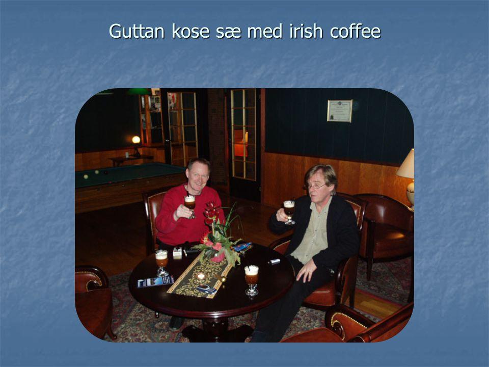 Guttan kose sæ med irish coffee