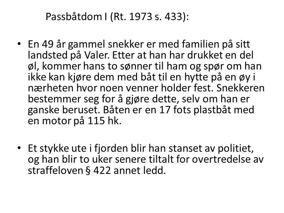 Passbåtdom I (Rt. 1973 s. 433): • En 49 år gammel snekker er med familien på sitt landsted på Valer. Etter at han har drukket en del øl, kommer hans t