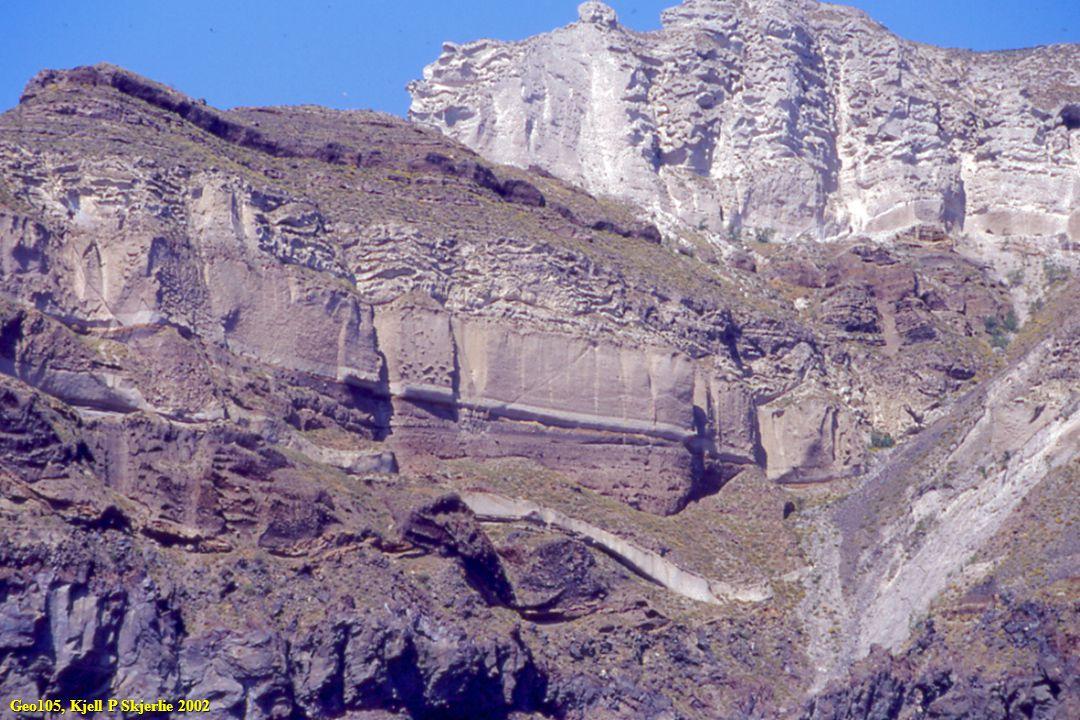 Når varmt basaltmagma intruderes inn i Si-rike vertsbergarter så vil to ting kunne skje.