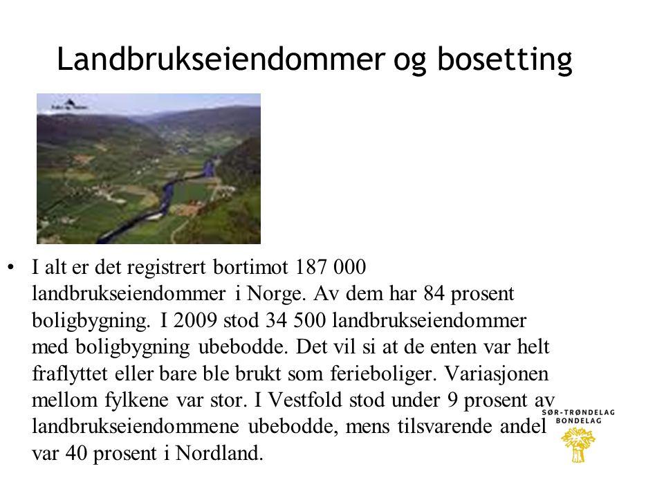 Landbrukseiendommer og bosetting •I alt er det registrert bortimot 187 000 landbrukseiendommer i Norge. Av dem har 84 prosent boligbygning. I 2009 sto