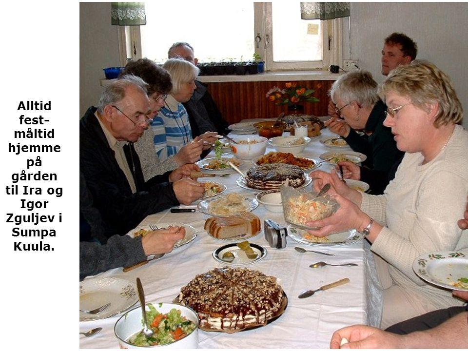 Alltid fest- måltid hjemme på gården til Ira og Igor Zguljev i Sumpa Kuula.