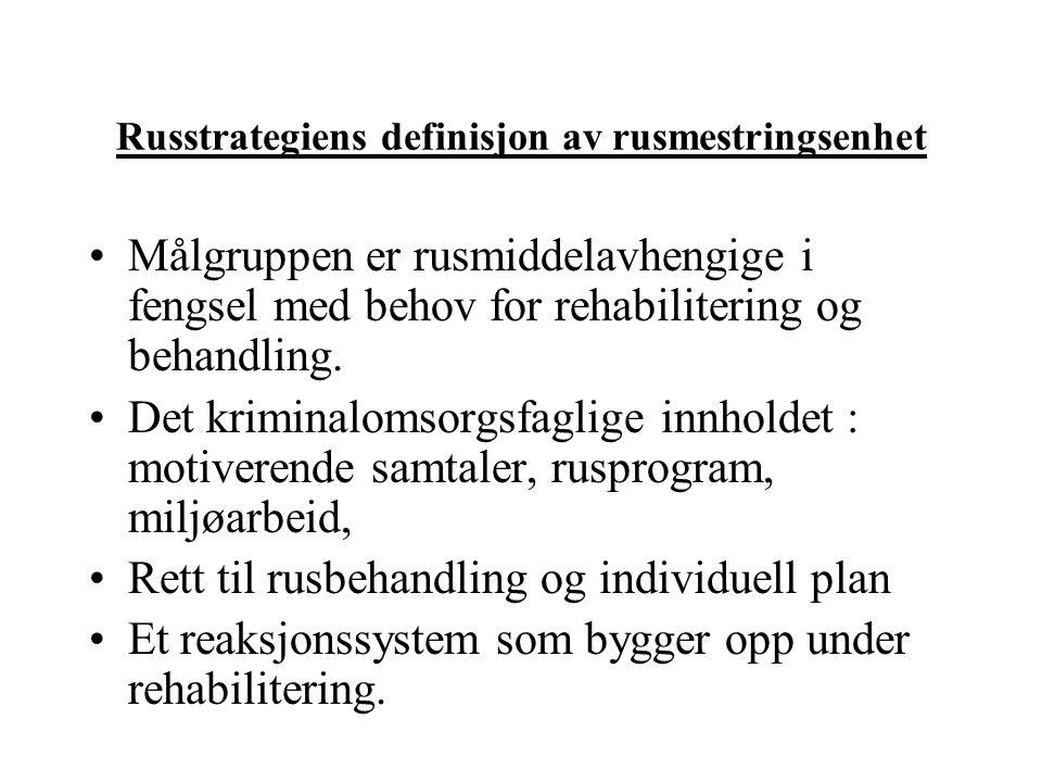 Russtrategiens definisjon av rusmestringsenhet •Målgruppen er rusmiddelavhengige i fengsel med behov for rehabilitering og behandling. •Det kriminalom