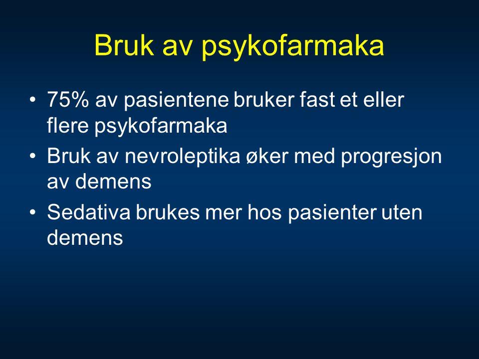 Bruk av psykofarmaka •75% av pasientene bruker fast et eller flere psykofarmaka •Bruk av nevroleptika øker med progresjon av demens •Sedativa brukes m