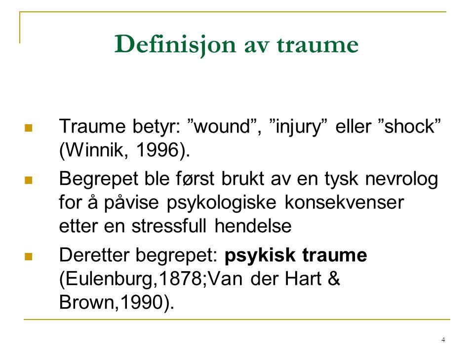 """4 Definisjon av traume  Traume betyr: """"wound"""", """"injury"""" eller """"shock"""" (Winnik, 1996).  Begrepet ble først brukt av en tysk nevrolog for å påvise psy"""