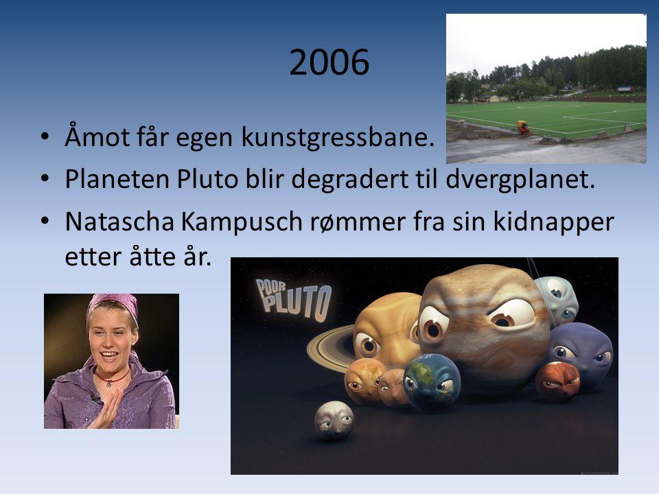 2006 • Åmot får egen kunstgressbane. • Planeten Pluto blir degradert til dvergplanet. • Natascha Kampusch rømmer fra sin kidnapper etter åtte år.