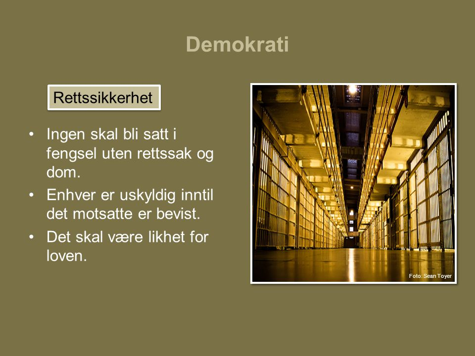Demokrati •Ingen skal bli satt i fengsel uten rettssak og dom. •Enhver er uskyldig inntil det motsatte er bevist. •Det skal være likhet for loven. Ret