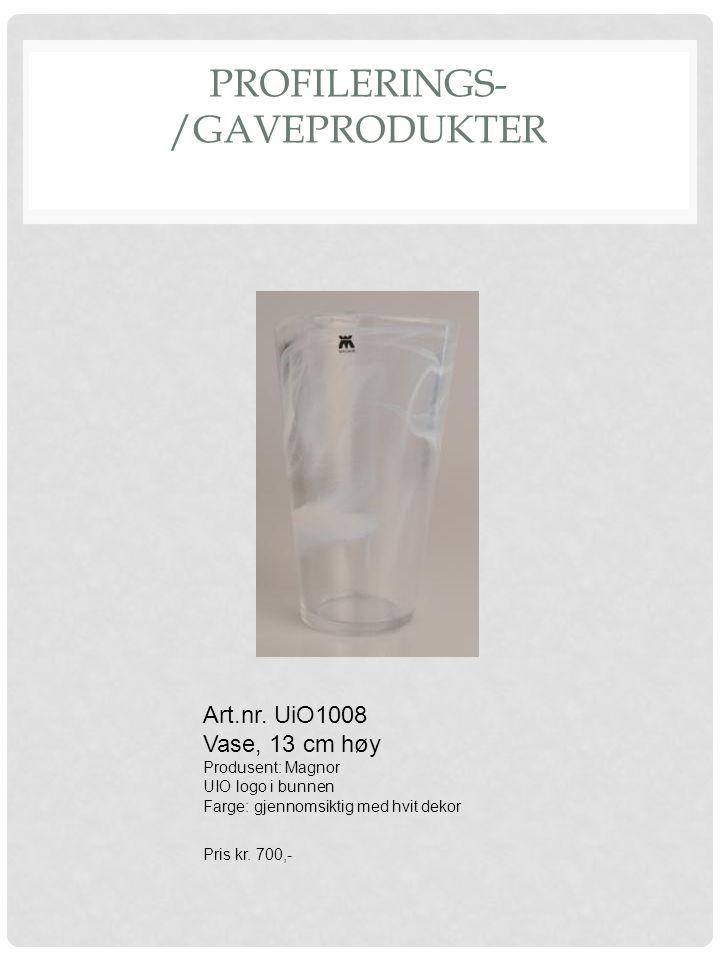 PROFILERINGS- /GAVEPRODUKTER Art.nr. UiO1008 Vase, 13 cm høy Produsent: Magnor UIO logo i bunnen Farge: gjennomsiktig med hvit dekor Pris kr. 700,-