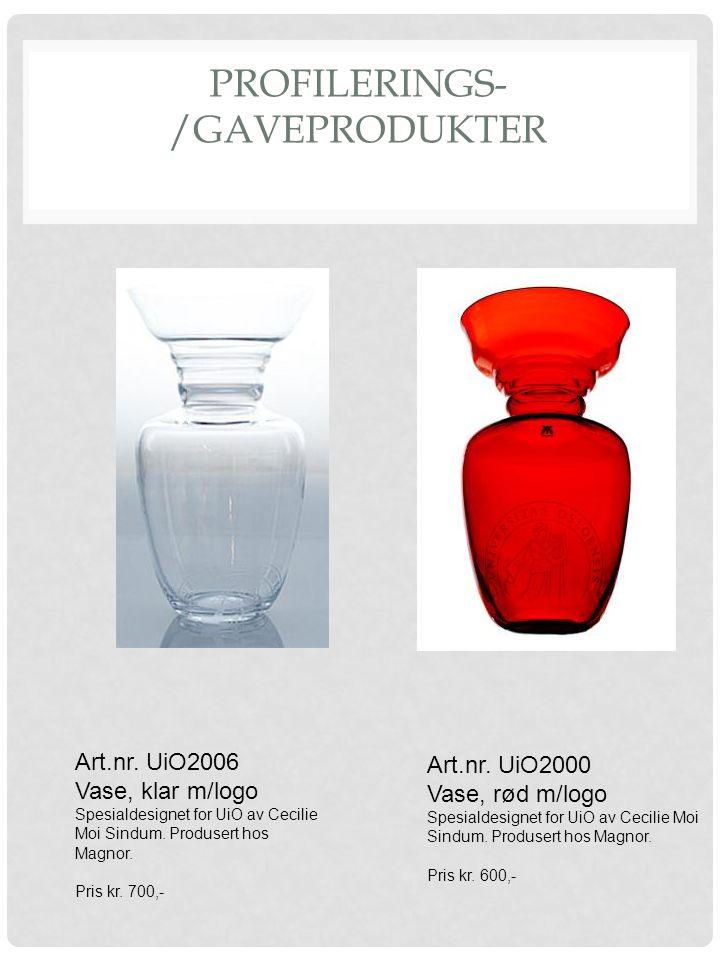 PROFILERINGS- /GAVEPRODUKTER Art.nr. UiO2000 Vase, rød m/logo Spesialdesignet for UiO av Cecilie Moi Sindum. Produsert hos Magnor. Pris kr. 600,- Art.