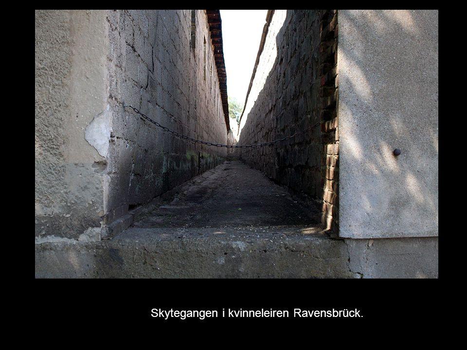 Skytegangen i kvinneleiren Ravensbrück.