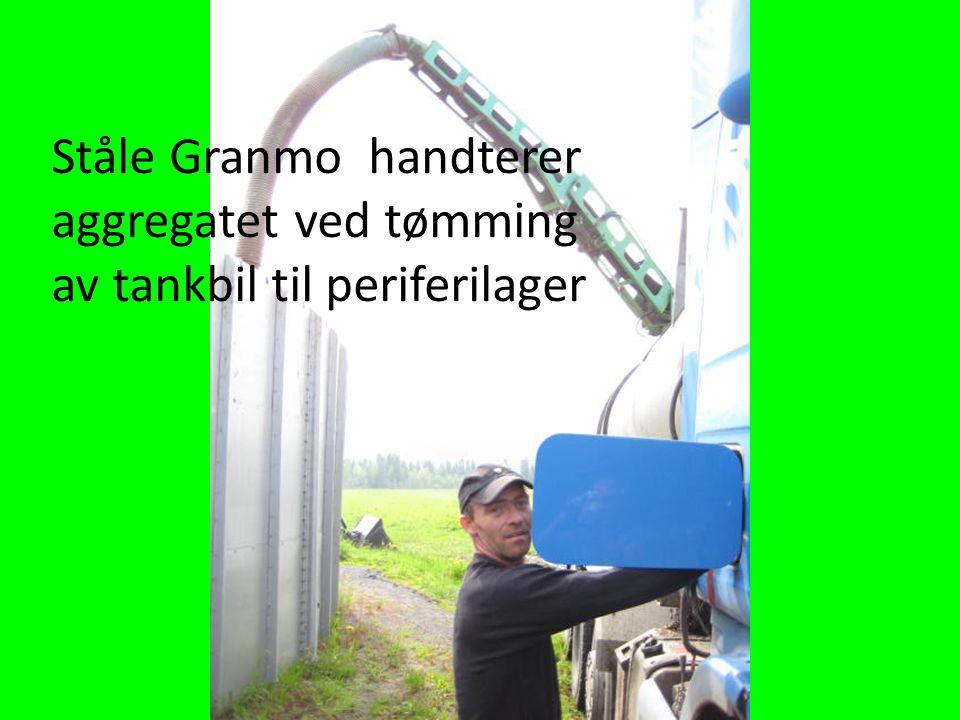 Ståle Granmo handterer aggregatet ved tømming av tankbil til periferilager