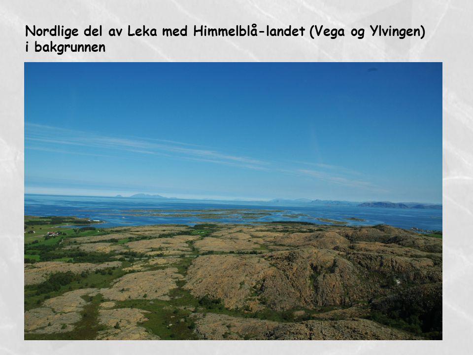 Nordlige del av Leka med Himmelblå-landet (Vega og Ylvingen) i bakgrunnen