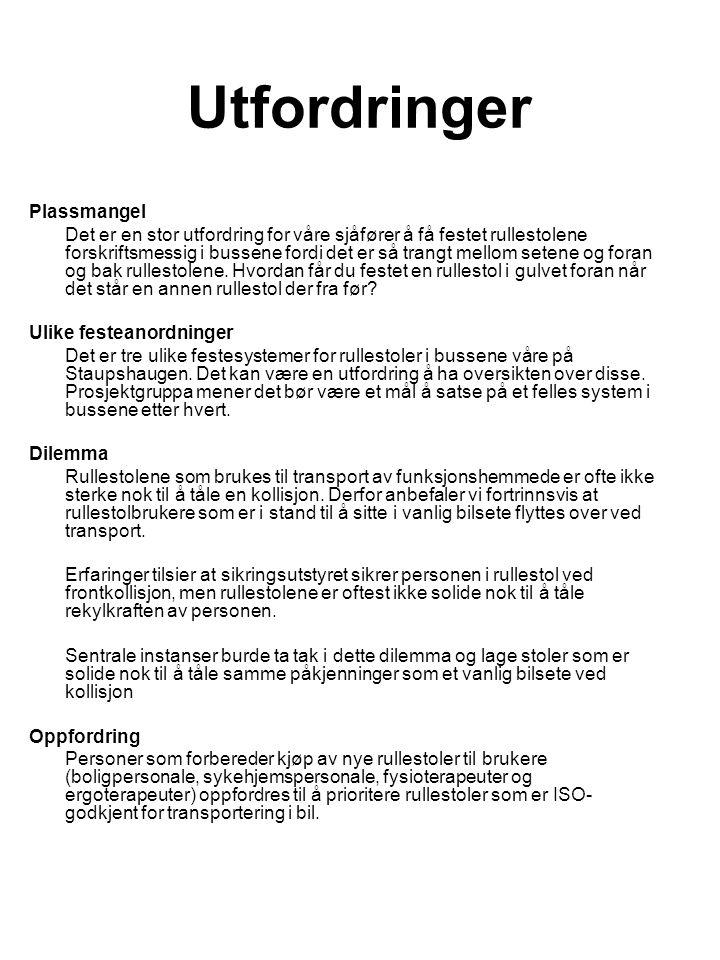 Utfordringer Plassmangel Det er en stor utfordring for våre sjåfører å få festet rullestolene forskriftsmessig i bussene fordi det er så trangt mellom setene og foran og bak rullestolene.