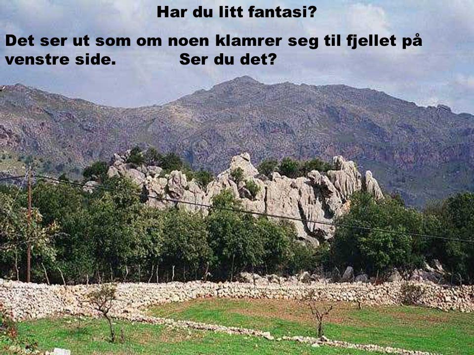 Har du litt fantasi Det ser ut som om noen klamrer seg til fjellet på venstre side. Ser du det