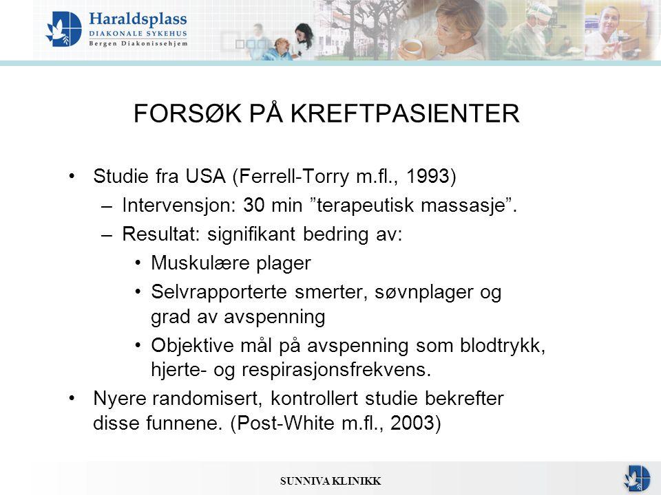 """SUNNIVA KLINIKK FORSØK PÅ KREFTPASIENTER •Studie fra USA (Ferrell-Torry m.fl., 1993) –Intervensjon: 30 min """"terapeutisk massasje"""". –Resultat: signifik"""