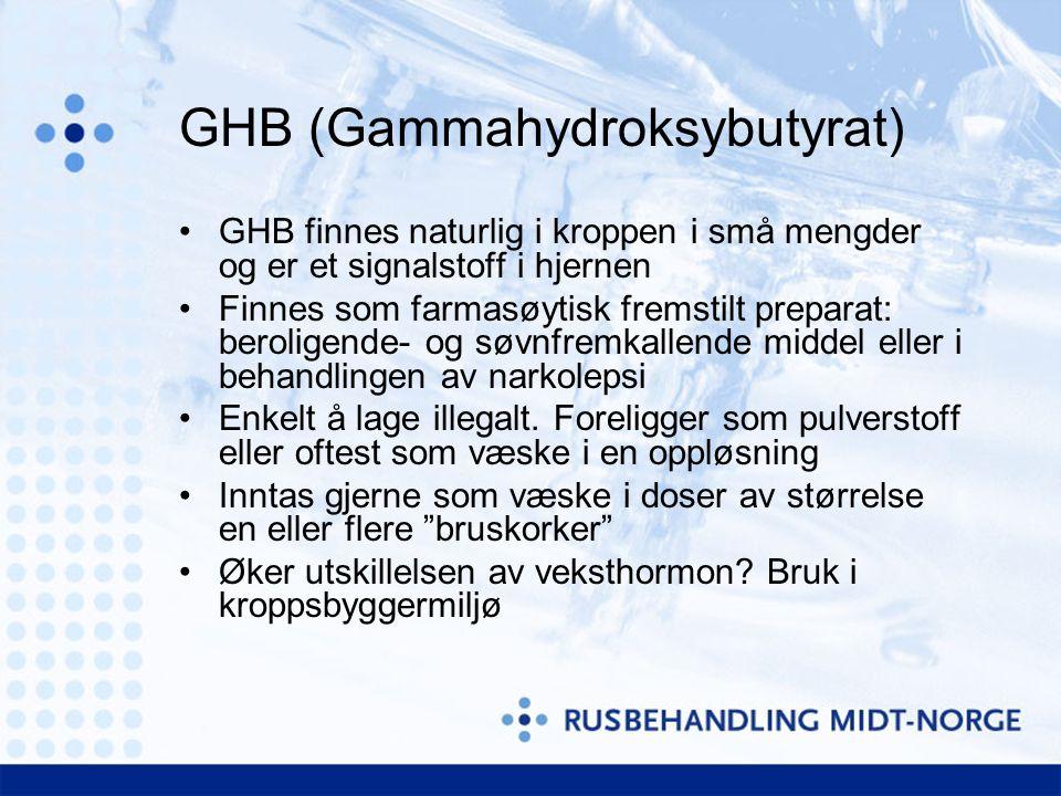 GHB (Gammahydroksybutyrat) •GHB finnes naturlig i kroppen i små mengder og er et signalstoff i hjernen •Finnes som farmasøytisk fremstilt preparat: beroligende- og søvnfremkallende middel eller i behandlingen av narkolepsi •Enkelt å lage illegalt.