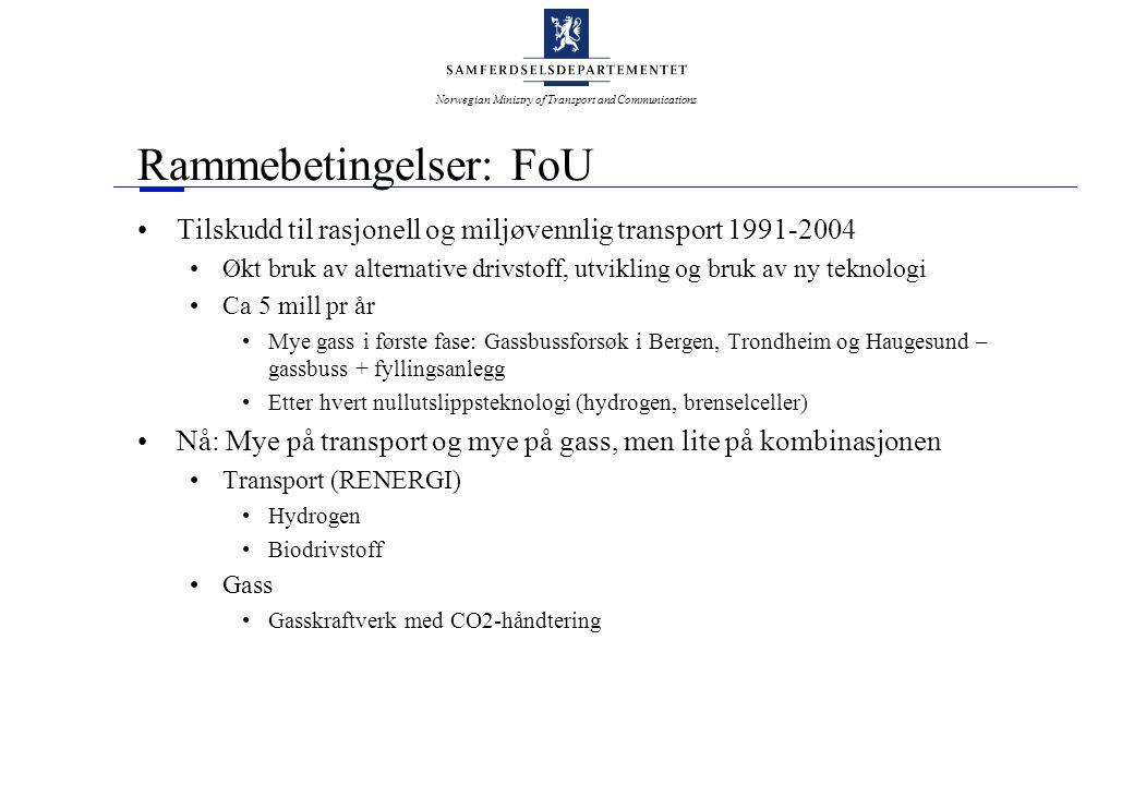 Norwegian Ministry of Transport and Communications Rammebetingelser: FoU •Tilskudd til rasjonell og miljøvennlig transport 1991-2004 •Økt bruk av alternative drivstoff, utvikling og bruk av ny teknologi •Ca 5 mill pr år •Mye gass i første fase: Gassbussforsøk i Bergen, Trondheim og Haugesund – gassbuss + fyllingsanlegg •Etter hvert nullutslippsteknologi (hydrogen, brenselceller) •Nå: Mye på transport og mye på gass, men lite på kombinasjonen •Transport (RENERGI) •Hydrogen •Biodrivstoff •Gass •Gasskraftverk med CO2-håndtering